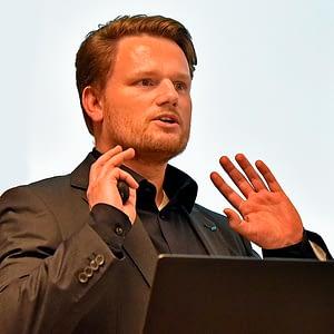 Philipp Engel, Energieeffizienz-Experte der KEFF Südlicher Oberrhein bei einem Vortrag.